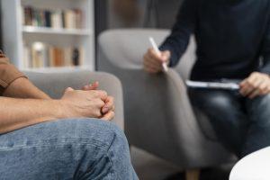 סינטיה נבט | טיפול בהתמכרויות